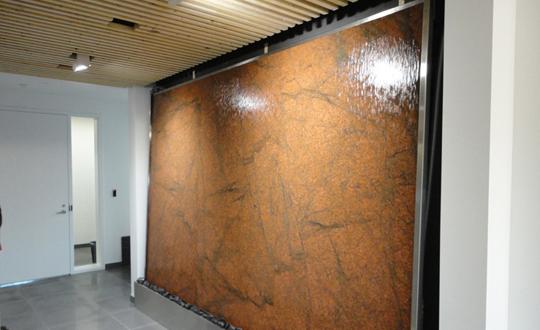Mur d 39 eau int rieur en granite for Mur d ardoise interieur